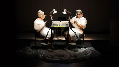Ici – création de mime, jonglage et machines musicales
